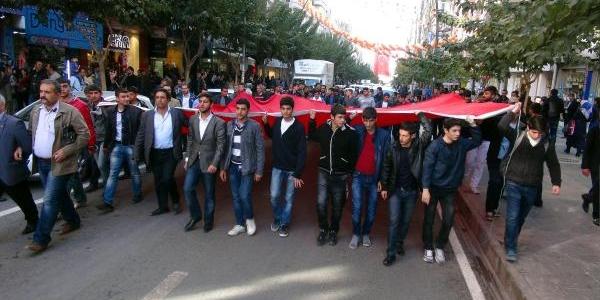 Elaziğ'da Ülkücülerden Ahmet Kaya'ya Ödüle Tepki