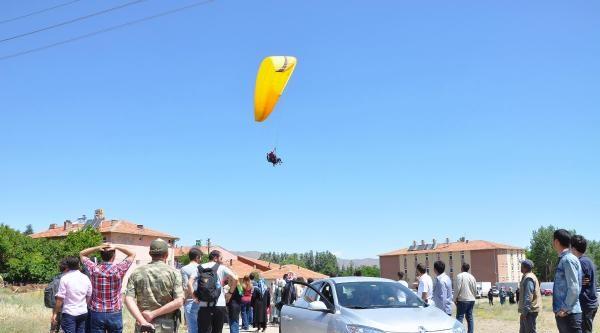 Elazığ'da Yamaç Paraşütü Şenliği