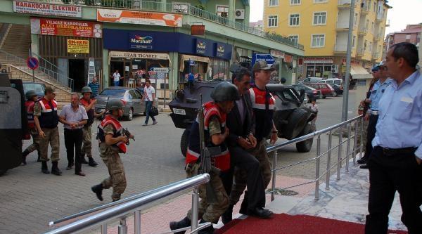 Elazığ'da Yol Kesip Polis Yaralayan 5 Şüpheli Gözaltında (2)