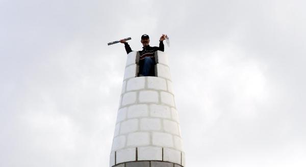 Elazığlı Usta 17 Günde Minare Dikti