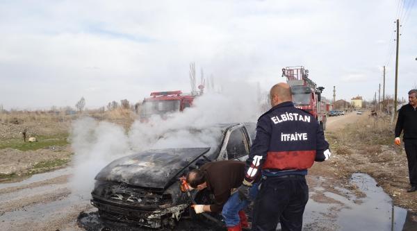 Elbistan'da Seyir Halindeki Otomobil Alev Aldı