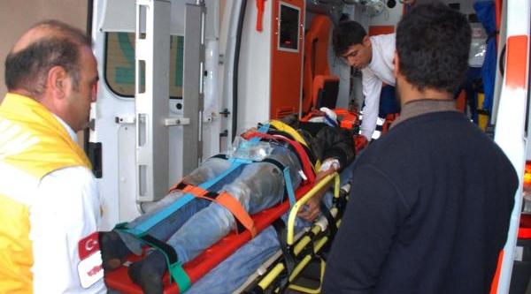 Elektrik Direğine Çarpan Motosiklet Sürücüsü Yaralandi