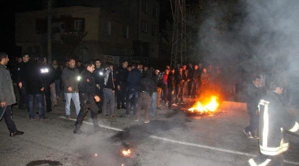 Elektrik Kesintisini Yolu Kapatip Lastik Yakarak Protesto Ettiler