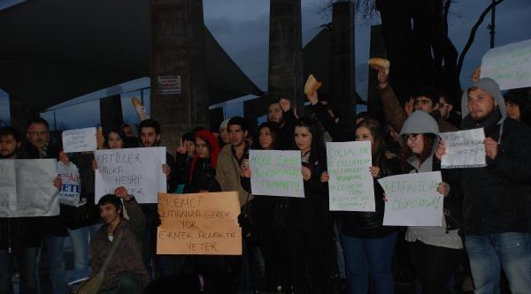 Ellerindeki Ekmeklerle Protestoda Bulundular