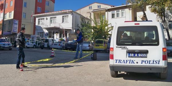 Emekli Polis, Polis Merkezi Önünde Intihar Etti
