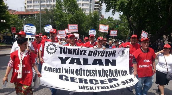 Emekli-sen Üyeleri Maaşlarını Protesto Etti