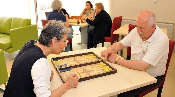 Emekliler Ve Yaşlilar Için Sosyal Yaşam Evi