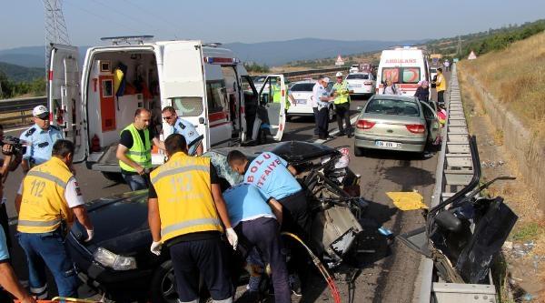 Emniyet Şeridinde Otomobile Çarpti: 1 Ölü, 10 Yaralı