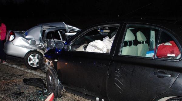 Emniyet Teftiş Kurulu Başkanı İle Polis Memurunun Otomobilleri Çarpişti: 6 Yaralı