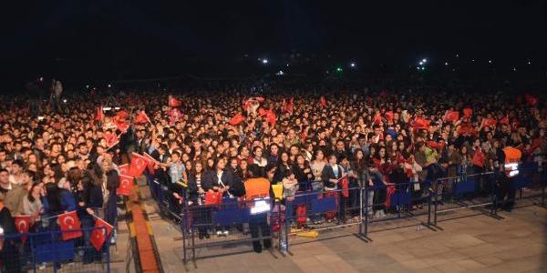 Emre Aydin'dan Çorlu'da Cumhuriyet Konseri