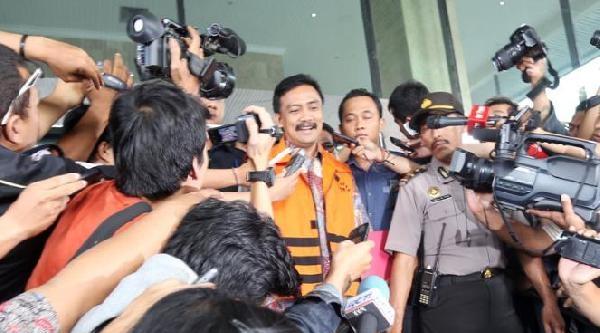 Endonezya'da Eski Bakan Yolsuzluktan Suçlu Bulundu
