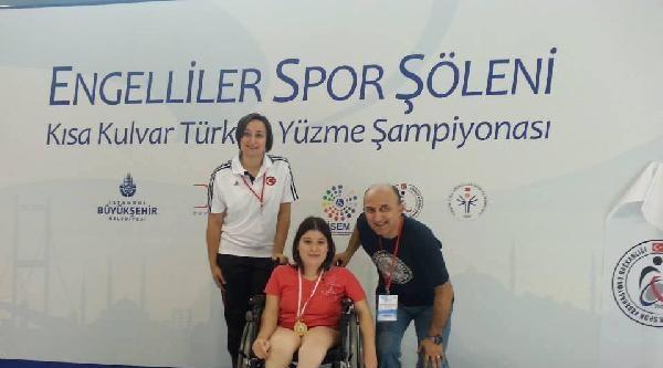 Engelli Doğdu, Anne Sevgisiyle Yüzme Şampiyonu Oldu