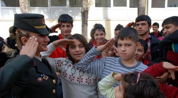 Engelli Gençlerden Kadin Astsubaya Asker Selami