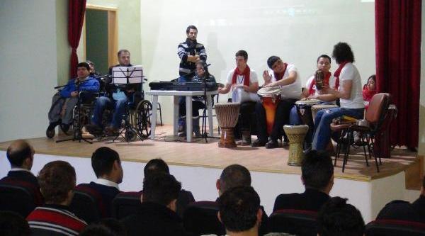 Engelli Öğrencilerden Cezaevinde Konser