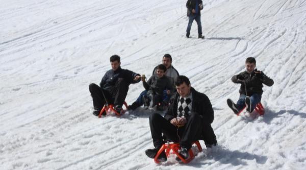 Engelli Öğrencilerin Kayak Neşesi