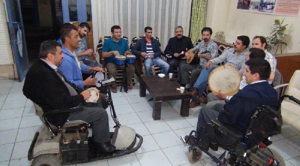 Engelliler Derneğinde Sahura Kadar Müzik Ziyafeti