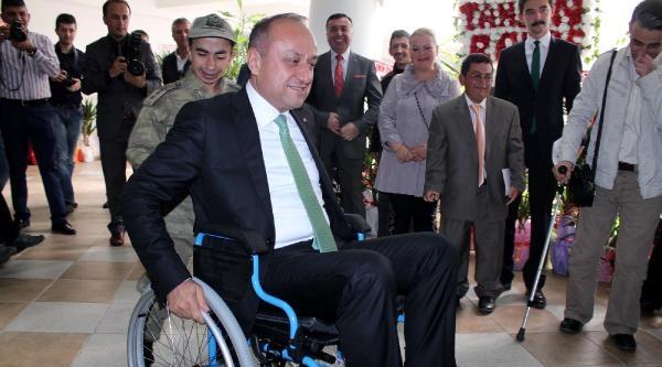 Engellileri Anlamak İçin Tekerlekli Sandalye İle Gezdi