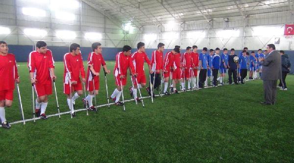 Engellilerle Empati İçin Koltuk Değnekli Maç
