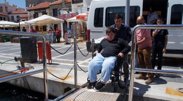 Engelsiz Yatta Engellilerin Deniz Keyfi