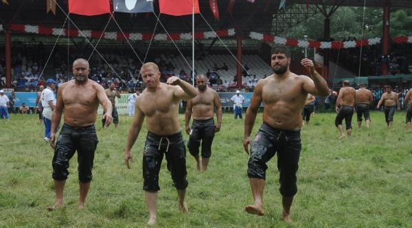 Er Meydanı'nda Güreş Heyecanı