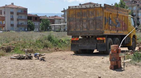 Erbaa'da Motosiklet Kamyonun Altına Girdi: 2 Ölü
