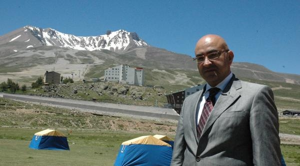 Erciyes'te Sıcaktan Bunalanlar İçin  'çadır Kent' Kuruldu