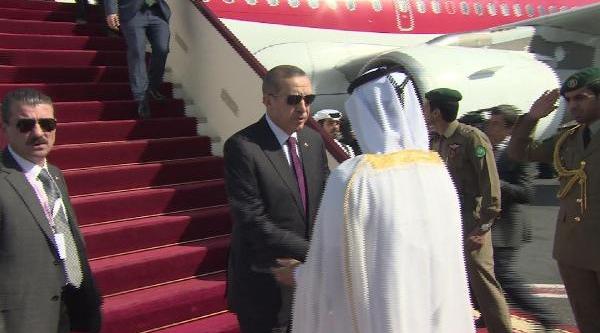 Erdoğan, Katar'da Resmi Törenle Karşilandi