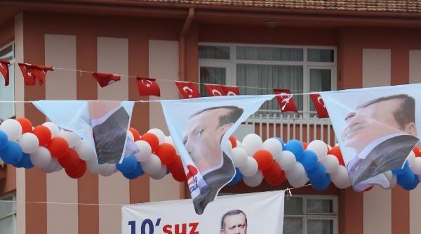 Erdoğan, Kısa Mitingde Konuşmaya İki Kez Ara Verdi