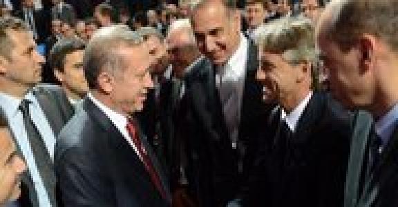 Erdoğan-Mancini sohbeti Başbakan Erdoğan ile Roberto Mancini bir süre sohbet etti