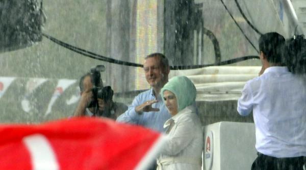 Erdoğan Miting Alanına Geldi, Yağmur Başladı (2)