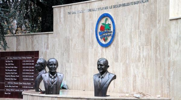 Ereğli'de 'belediye Başkanlari Aniti' Tartişma Yaratti