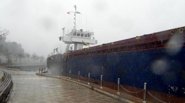 Ereğli'de Kuru Yük Gemisi Karaya Oturdu (2)