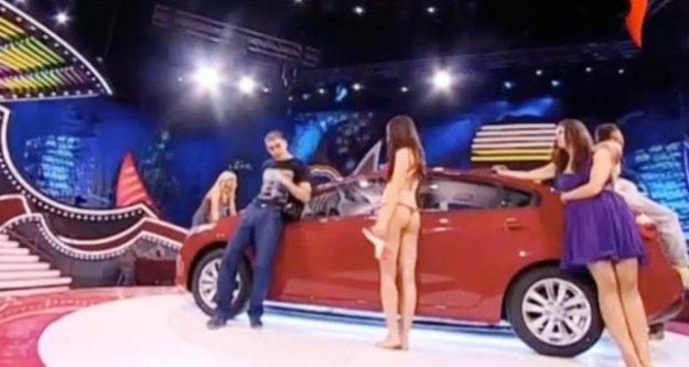 Erkek Yarışmacı Rus Kızın Suratını Parçaladı