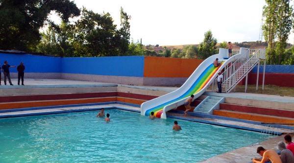Erkeklere Havuz Açıldı, Sırada Kadınlar Var