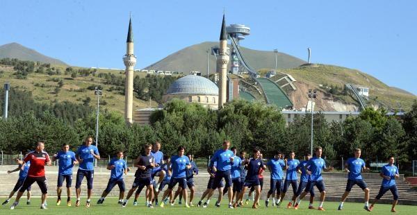 Ermenistan'ın Süper Lig Takımı Erzurum'da Kampta