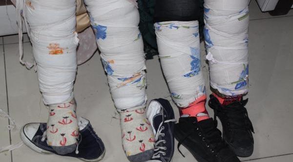 Eroini, Çocuklarin Bacaklarina Sarmişlar