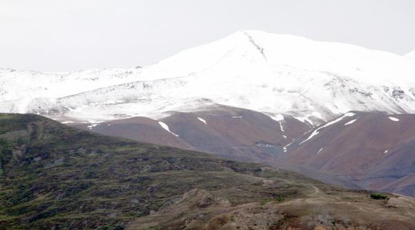 Erzincan'da Keşiş Dağları Beyaza Büründü