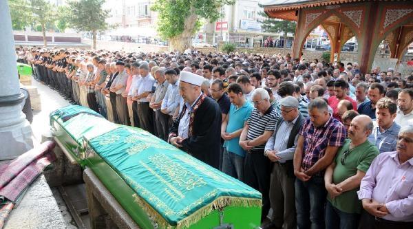 Erzincan'daki Kazada Ölen 5 Kişiden 3'ü Tokat'ta Toprağa Verildi