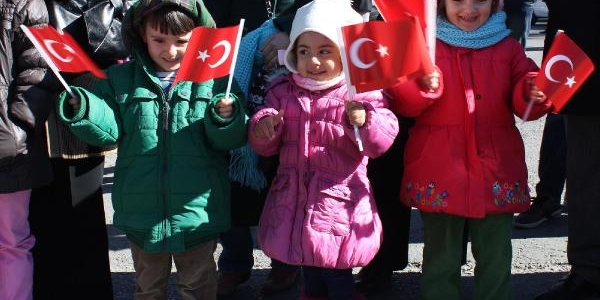 Erzurum Ve Ağri'da Coşkulu 29 Ekim Kutlamasi