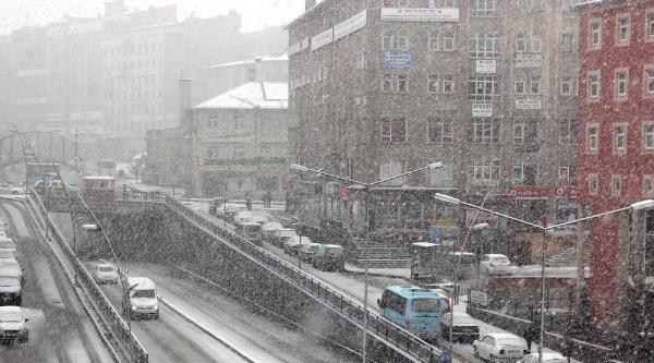 Erzurum'a Kış Geri Geldi