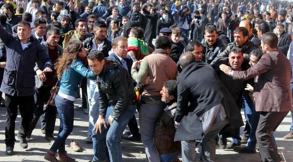 Erzurum'da Bdp'nin  Nevruzu Olaylı Bitti