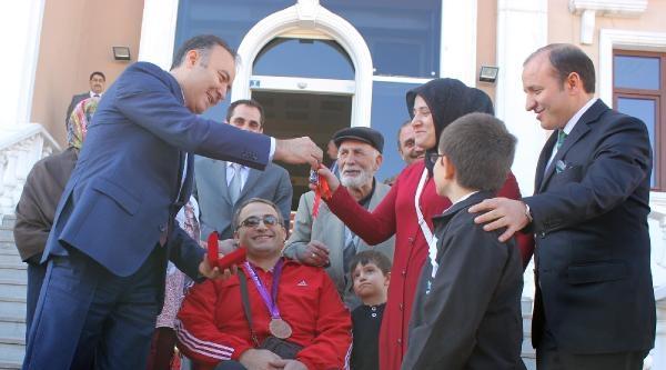 Erzurum'da Belediyeden Milli Okçuya Ev