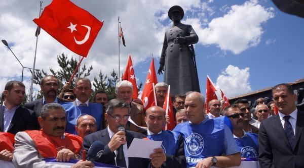 Erzurum'da Kamu-sen Üyelerinden Bayrak Tepkisi