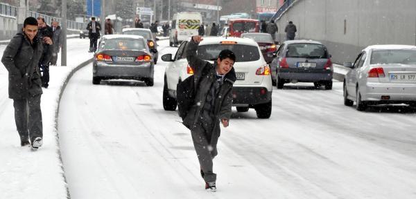 Erzurum'da Kar Hayati Felç Etti