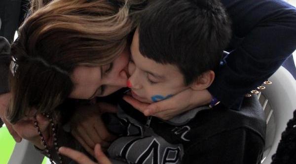 Erzurum'da Polis Eşleri Engelli Çocuklari Sevindirdi