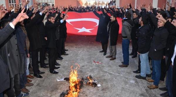 Erzurum'da Ülkücü Öğrencilerden Bayrak Yürüyüşü