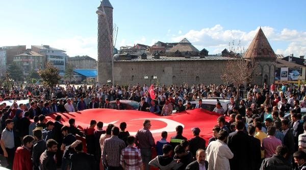 Erzurum'da Ülkücüler Bayrak İçin Yürüdü