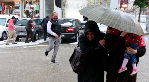 Erzurum'u Sel Ve Dolu Vurdu