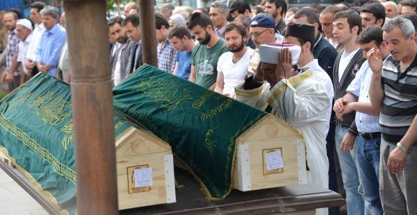 Esenler'de Öldürülen Annne Ve Kızı Erzurum'da Toprağa Verildi