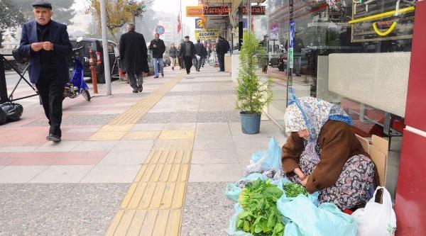 Eşi 65 Yil Önce Ellerini Kesti, Yilmadan Hayata Tutundu